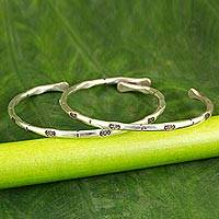 Silver cuff bracelets, 'Perfect Couple' (pair) - Silver cuff bracelets (Pair)