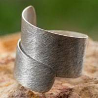 Sterling silver cocktail ring, 'Cool Autumn' - Artisan Crafted Modern Sterling Silver Band Ring