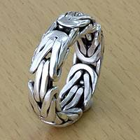 Men's sterling silver band ring, 'Soul of Borobudur' - Artisan Borobudur Chain Style Sterling Silver Ring for Men