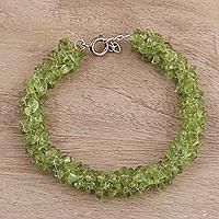 Peridot beaded bracelet, 'Summer Field' (India)
