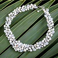 Pearl and quartz choker, 'Bridal Bouquet' (Thailand)