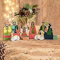 Pinewood nativity scene, 'God's Gift' (11 pieces) - 11 Piece Handcrafted Central America Pinewood Nativity Scene