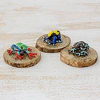 Ceramic and wood figurines, 'Colors of Liberty' (set of 3) - Three Ceramic and Wood Frog Figurines from Guatemala