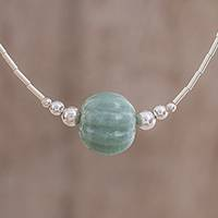 Jade beaded pendant necklace,