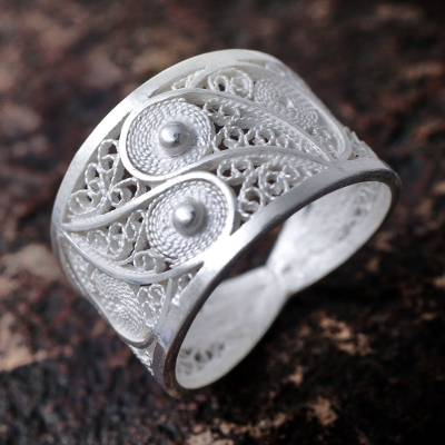 Silver filigree ring, Paisley Shine