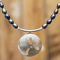 Cultured pearl flower flower necklace,