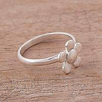 Sterling silver cocktail ring, 'Floral Glint' - Simple Sterling Silver Floral Cocktail Ring from Peru