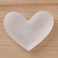 Huamanga stone catchall, 'Unwavering Love' - Hand Sculpted White Peru Alabaster Heart Catchall