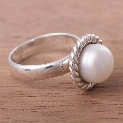 earring in silver wheaton - Gleaming Sterling Silver and Cultured Pearl Ring from Peru