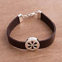 Sterling silver pendant wristband bracelet, 'Modern Daisy' (Peru)