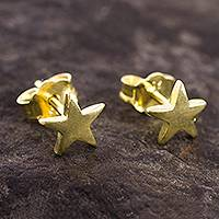 Gold plated sterling silver stud earrings, 'Wondrous Stars' - 18k Gold Plated Sterling Silver Star Stud Earrings from Peru