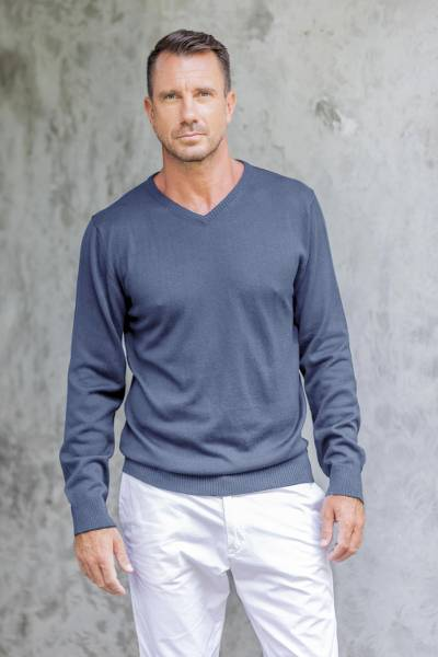 Men's cotton blend pullover, 'Warm Adventure in Indigo' - Men's V-Neck Cotton Blend Pullover in Indigo from Peru
