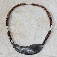 Agate and wood pendant necklace,