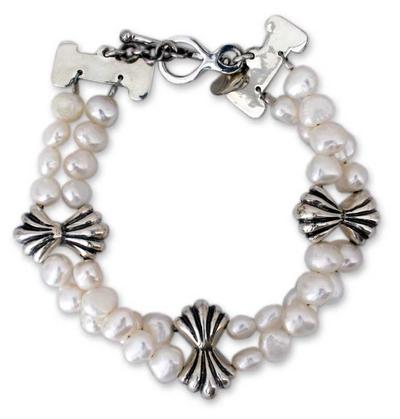 Pearl beaded bracelet