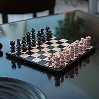 Marble chess set, 'Glorious Battle' (medium) - Handcrafted Mexican Marble Chess Set (Medium)