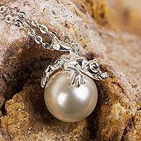 Sterling silver and faux pearl pendant necklace, 'Wild Crocodile' - Sterling Silver Crocodile Figure Faux Pearl Pendant Necklace