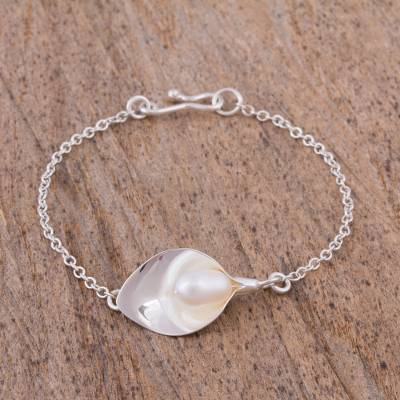 Cultured pearl pendant bracelet, 'Purity and Elegance' - Handcrafted Cultured Pearl Pendant Bracelet from Mexico