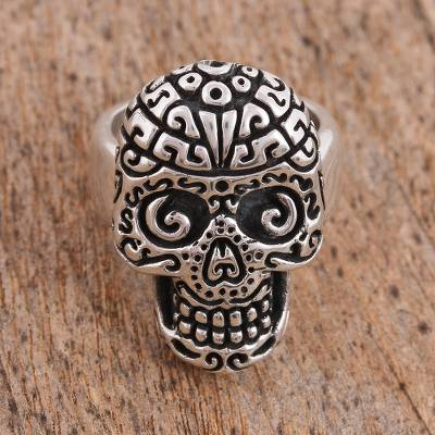 Sterling silver cocktail ring, 'Skull Intrigue' - Handcrafted Sterling Silver Skull Cocktail Ring