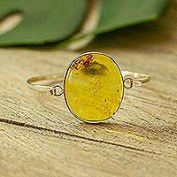 Amber pendant bangle bracelet, 'Sunstruck' (Mexico)