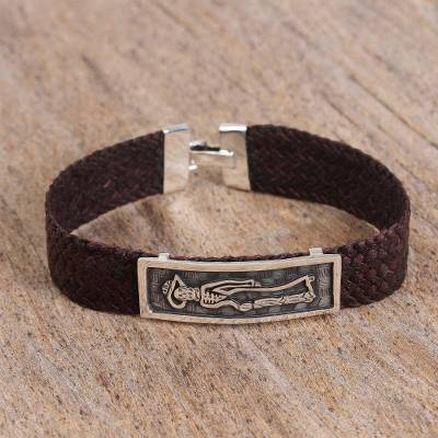 Men's sterling silver and leather pendant bracelet, 'Catrin' - Men's Sterling Silver and Leather Day of the Dead Bracelet