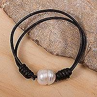 Cultured pearl pendant bracelet, 'Simple Glow' - Cultured Pearl and Leather Pendant Bracelet from Mexico