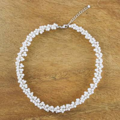 Pearl beaded necklace, Extravagant White