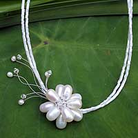 Pearl choker, 'Floral Bride' - Handmade Pearl Pendant Necklace