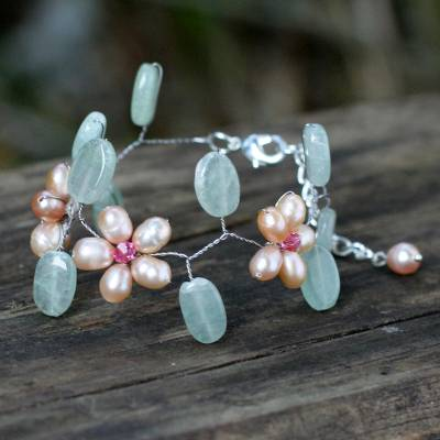 Pearl floral bracelet, 'Peach Dream' - Handcrafted Floral Beaded Quartz and Pearl Bracelet