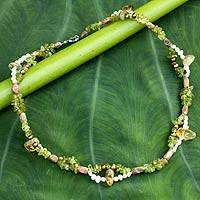 Pearl and peridot beaded necklace, 'Evolution' (Thailand)