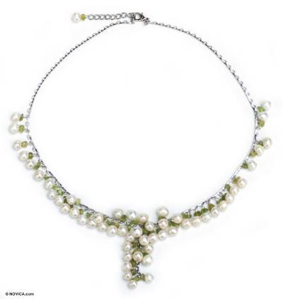Pearl and peridot pendant necklace