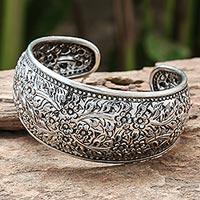 Sterling silver cuff bracelet, 'Sweet Jasmine' - Handmade Floral Sterling Silver Cuff Bracelet from Thailand