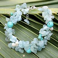 Pearl and aquamarine beaded bracelet, 'Sensation' (Thailand)