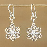 Sterling silver flower earrings, 'Lady Daisy' - Fair Trade Floral Sterling Silver Dangle Earrings