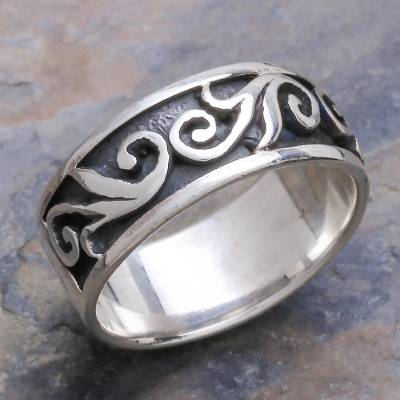 Sterling silver band ring, 'Dreamer' - Hand Made Sterling Silver Ring