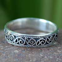 Sterling silver band ring, Feminine