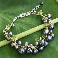 Cultured pearl and peridot beaded bracelet, 'Mist Queen' (Thailand)