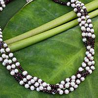 Cultured pearl and garnet beaded necklace,