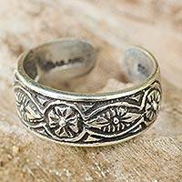 Sterling silver toe ring, 'Thai Flowers' - Floral Sterling Silver Toe Ring