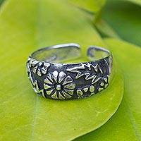 Sterling silver toe ring, 'A Walk in the Garden' - Hand Made Floral Sterling Silver Toe Ring