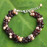Cultured pearl and garnet beaded bracelet,