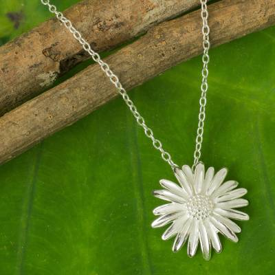 Sterling silver flower necklace, 'Pretty Daisy' - Artisan Crafted Sterling Silver Flower Pendant Necklace