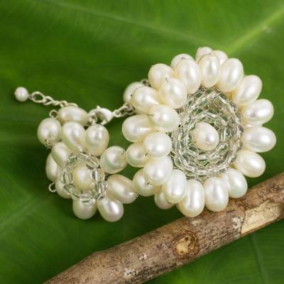Cultured pearl beaded bracelet, 'White Chrysanthemum Trio' - Thai Handcrafted White Cultured Pearl Floral Bracelet