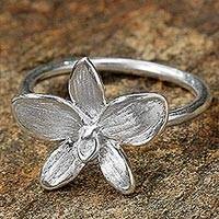 Sterling silver cocktail ring, 'Silver Snow Orchid' - Sterling Silver Orchid Blossom Cocktail Ring from Thailand