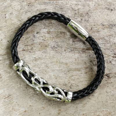 Leather wristband bracelet, 'Simple Enjoyment' - Black Leather Braided Wristband Bracelet from Thailand