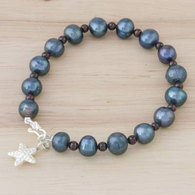 Cultured pearl and garnet beaded bracelet, 'Dark Starfish Love' - Black Cultured Pearl and Garnet Hill Tribe Starfish Bracelet