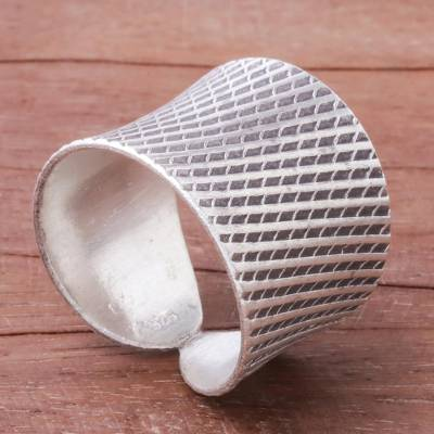Sterling silver band ring, 'Exotic Modernity' - Diamond Pattern Sterling Silver Band Ring from Thailand