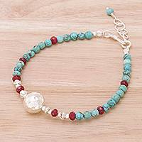 Magnesite and quartz beaded pendant bracelet,