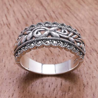 Sterling silver band ring, 'Gleaming Garland' - Openwork Pattern Sterling Silver Band Ring from Thailand