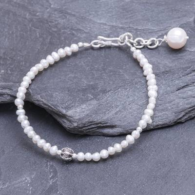 Cultured freshwater pearl beaded pendant bracelet, 'Bright Lights in White' - Cultured Freshwater Pearl Pendant Bracelet from Thailand