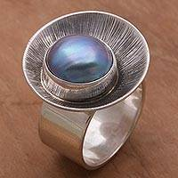 Pearl cocktail ring, 'Oyster Blue' - Modern Pearl and Silver Cocktail Ring